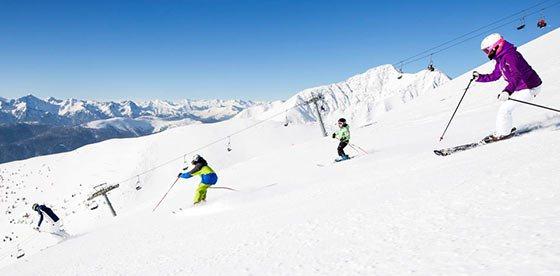 Sciare su piste soleggiate